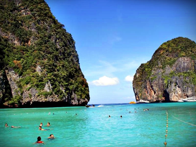 One day tour Phi Phi by Speed boat (Time 09.00 A.M.)